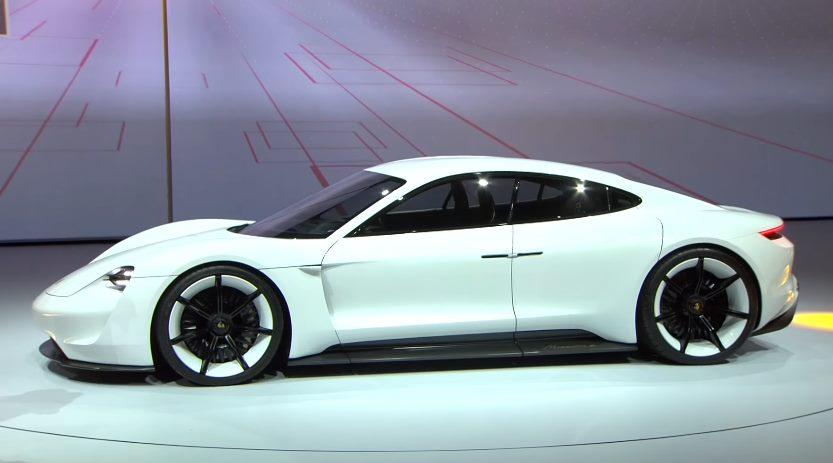 Первый серийный электромобиль Porsche Mission E