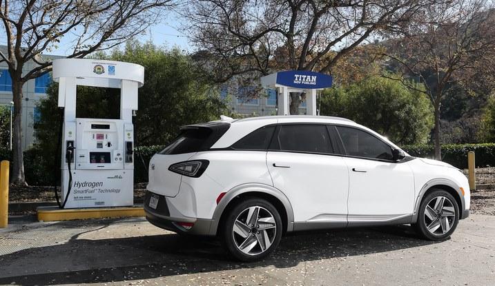 Hyundai Nexo заряжается водородом за 5 минут