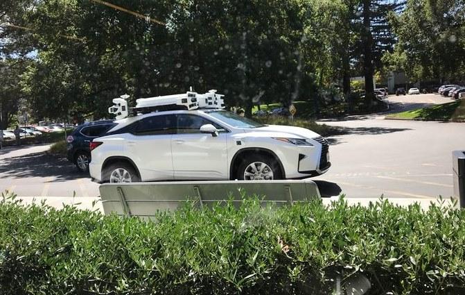 Самоуправляемый автомобиль Apple