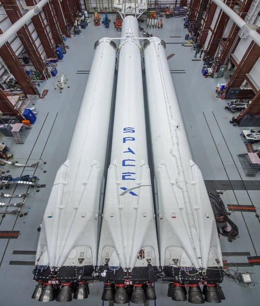Космическая ракета Илона Маска