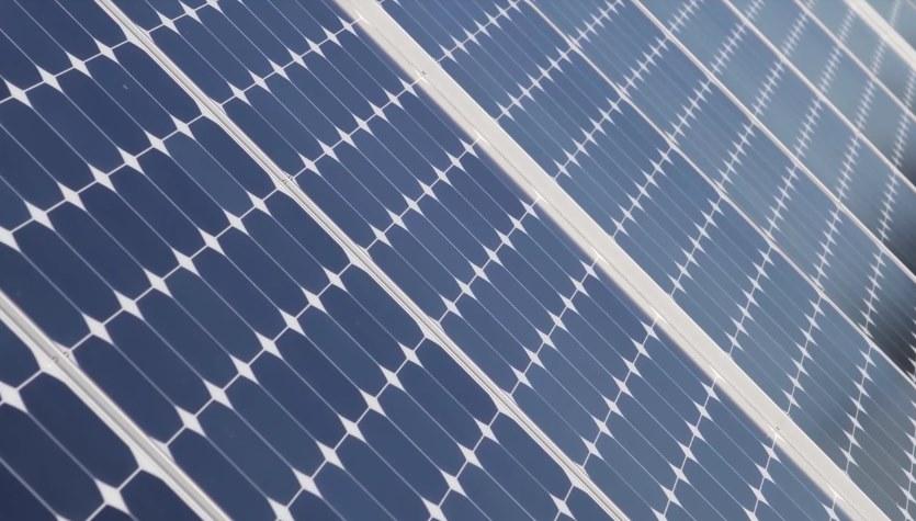 Увеличить КПД перовскитных фотоэлементов до 66% поможет олово и энергия «горячих» электронов