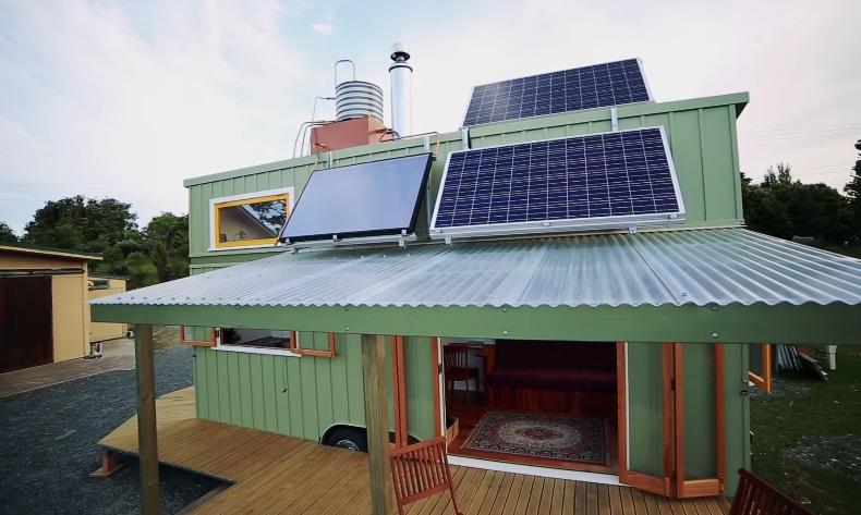 автономный мини-дом на солнечных батареях