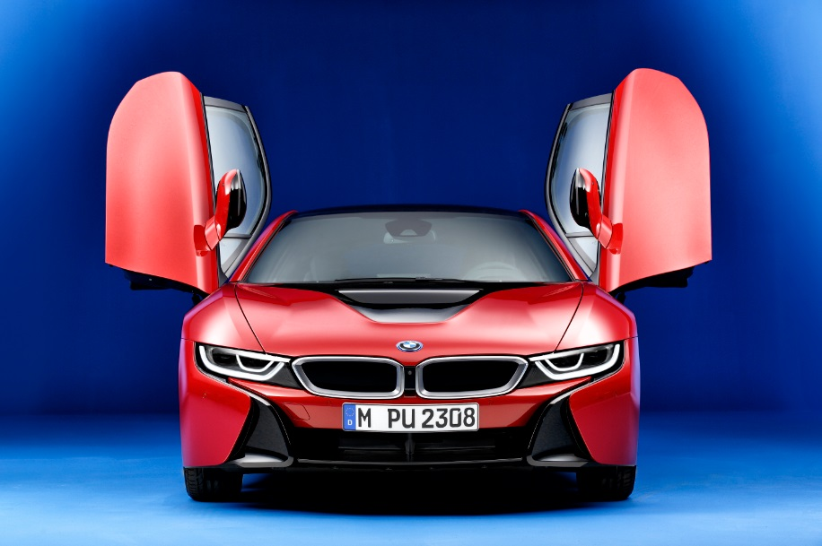 Эксклюзивный гибрид BMW i8 Protonic Red Edition покажут в Женеве