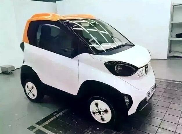 Китайский компактный электромобиль Baojun E100