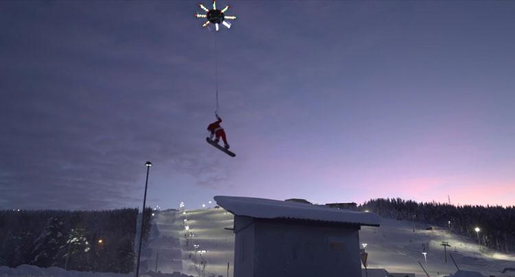 видео мультикоптер поднял человека в воздух впервые