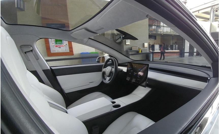 салон электромобиля модель 3