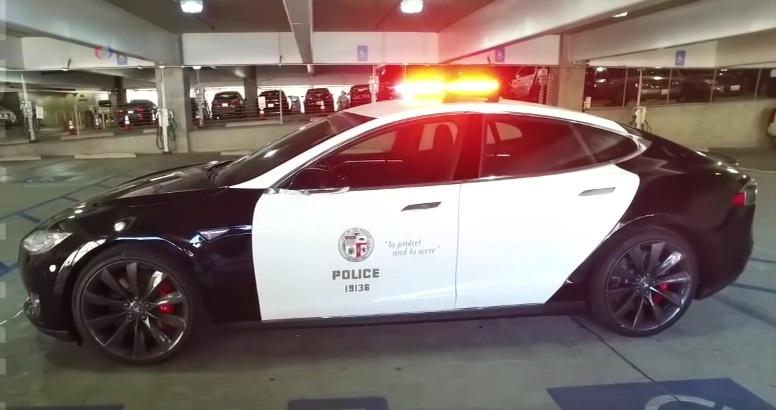 Полицейский электромобиль: Tesla будет ловить преступников в Лос-Анджелесе