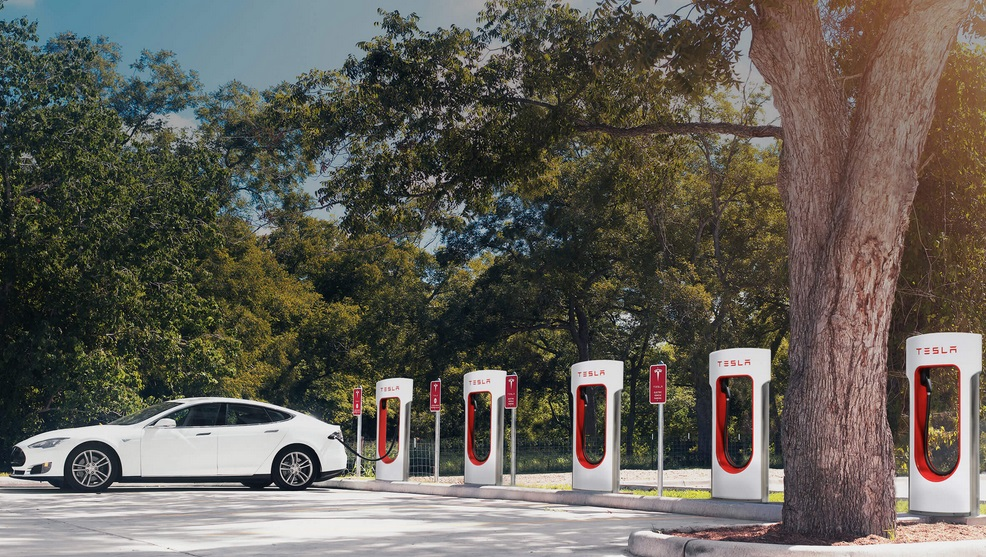 заправка для электромобилей Tesla Supercharger в Украине