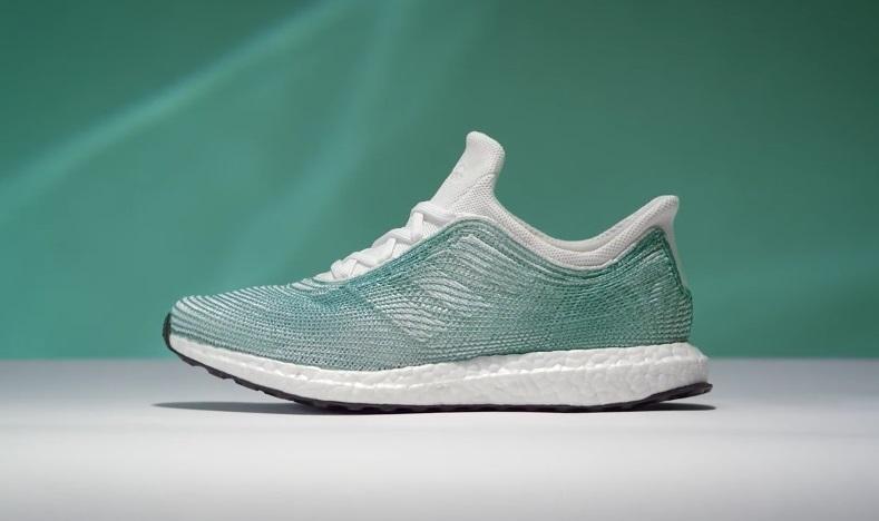 7ec5639c Adidas выпустил кроссовки из пластикового мусора океанов (видео ...