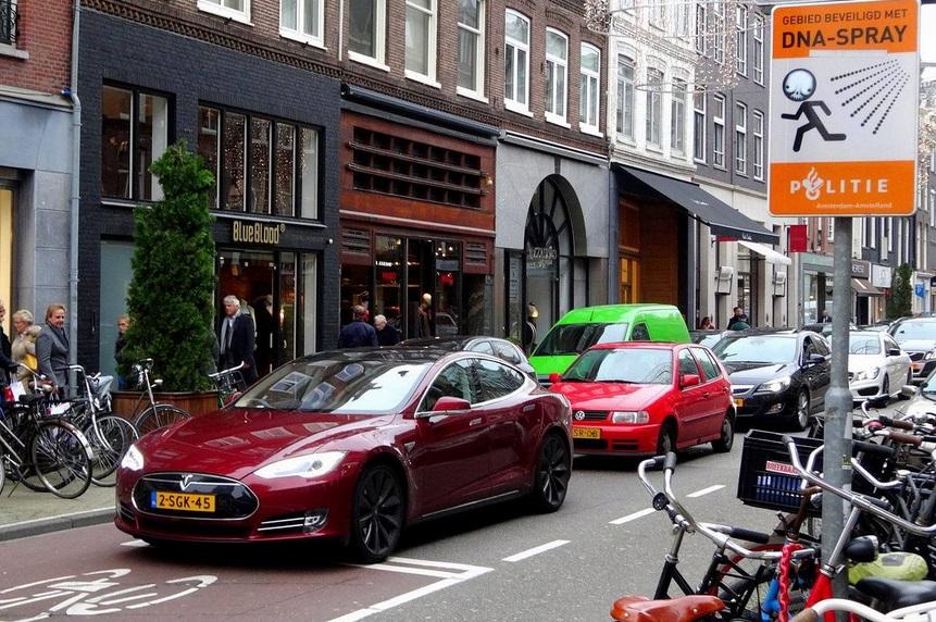 Нидерланды: только электромобили к 2035 и полный отказ газа к 2050 году