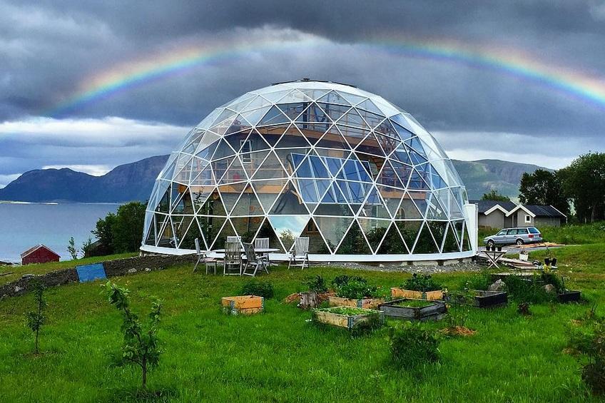 экологичное жилище под геодезическим куполом