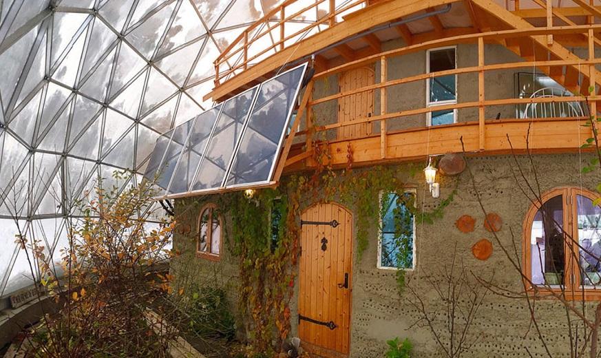 самманный дом под геокуполом