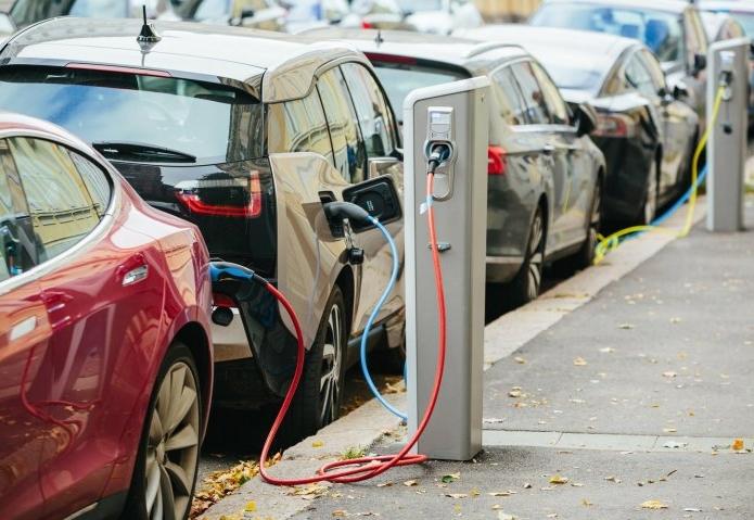 Экономическая эффективность электромобилей сравняется с авто с ДВС к 2022 году
