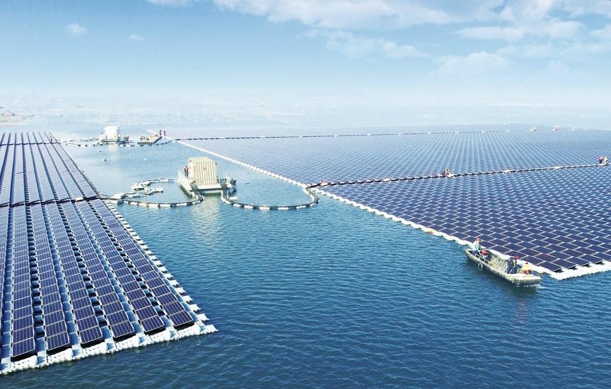 Самая большая в мире плавучая солнечная электростанция запущена в Китае
