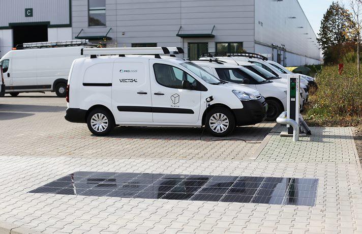 Новый «солнечный» тротуар Platio будет заряжать электромобили