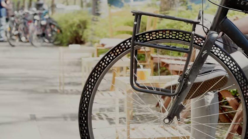 Безвоздушные шины для байка теперь печатают на 3D-принтере