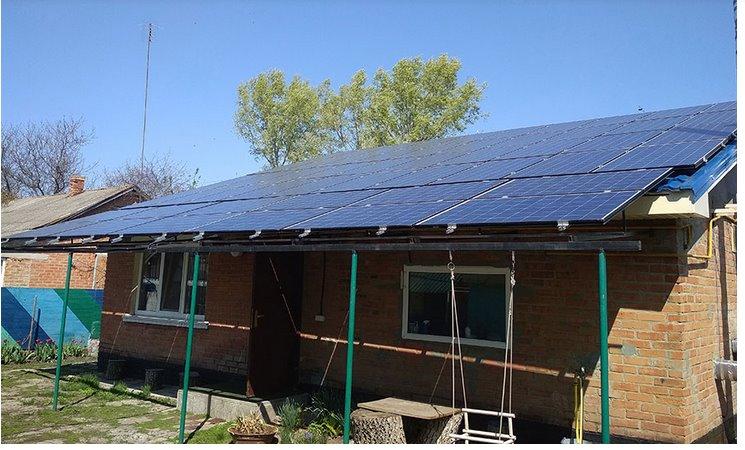 Картинки по запросу расположение солнечных панелей на крыше загородного дома