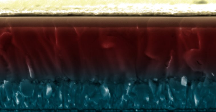 Созданы перовскитные солнечные элементы с эффективностью кремниевых