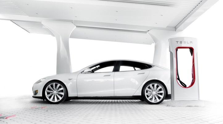 какие батареи использует автомобиль тесла