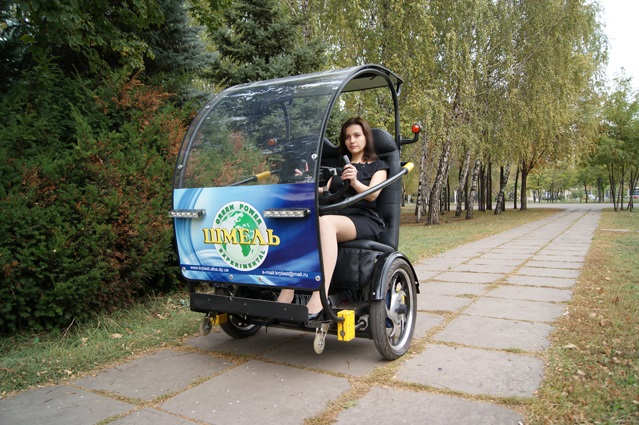 Уникальный украинский электромобиль «Шмель» представлен в Кривом Роге