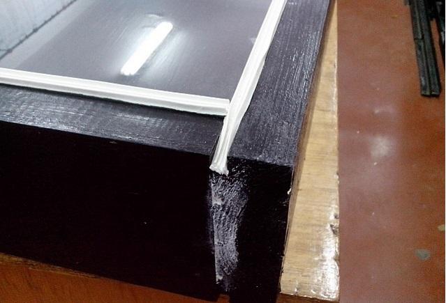 корпус солнечного коллектора красится в темный цвет